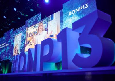 3D Buchstaben auf Bühne