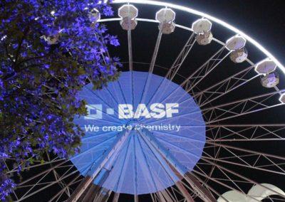 Riesenrad mit BASF Fernerkennung, Bäume werden angestrahlt