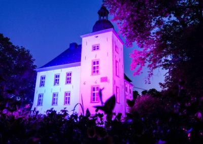 Lila Rosa Beleuchtung Wasserschloss Voerde