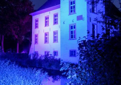 """Gebäudebeleuchtung Wasserschloss Voerde in blau zur """"LightItUp4HD"""" Kampagne"""