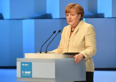 Bundeskanzlerin Dr. Angela Merkel gratuliert BASF während ihrer Rede im BASF-Feierabendhaus zum 150. Jubiläum des Unternehmens.