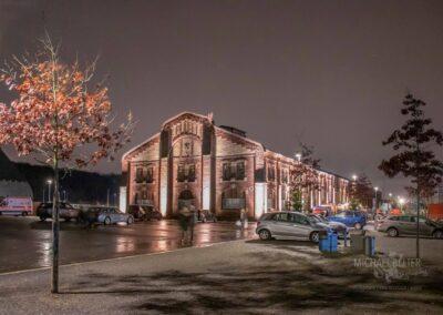 Weihnachtsmarkt in der Zeche Lohberg, beleuchtete Zeche, Außenbereich mit Parkplatz