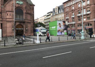 m:con Rosengarten Mannheim, BASF Hauptversammlung, Außenbereich 6x6 m große Glaskuben mit 4-seitigem Digitaldruck