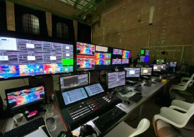 Green Screen, virtuelle Vernetzung, Bildschirmkopplung, Bildschirme, Technik, Technikaufbau, Mischpult, Tastatur, Monitore