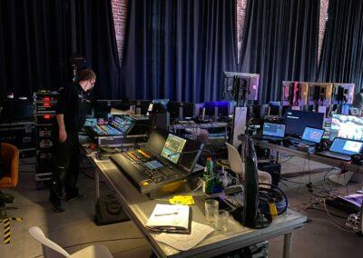 Green Screen, Technik, Techniker, Green Screen Setup, Monitore, Bildschirme, Live-Streaming, Vernetzungen, Verkablungen