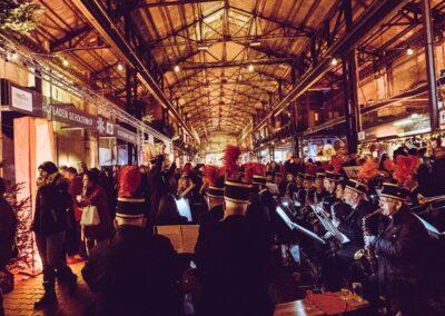 Zeche Lohnberg von innen, ein Männerorchester spielt weihnachtliche Musik
