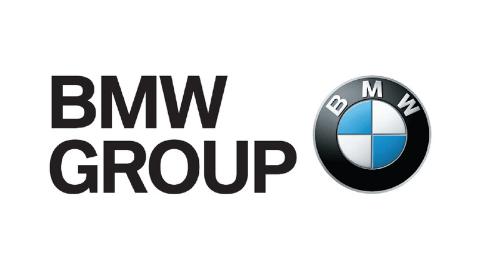 farbiges BMW Group Logo auf weißem Hintergrund