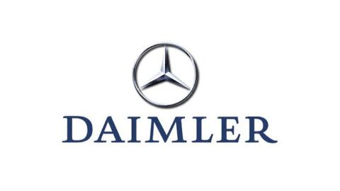 farbiges DAIMLER Logo auf weißem Hintergrund