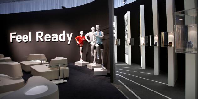 """Detailaufnahme eines Sportschuh Exponats im Showroom """"Hall of Running"""""""