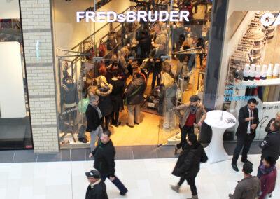 Sicht auf den FREDsBRUDER Shoperöffnung mit Blick auf den Verkaufsraum